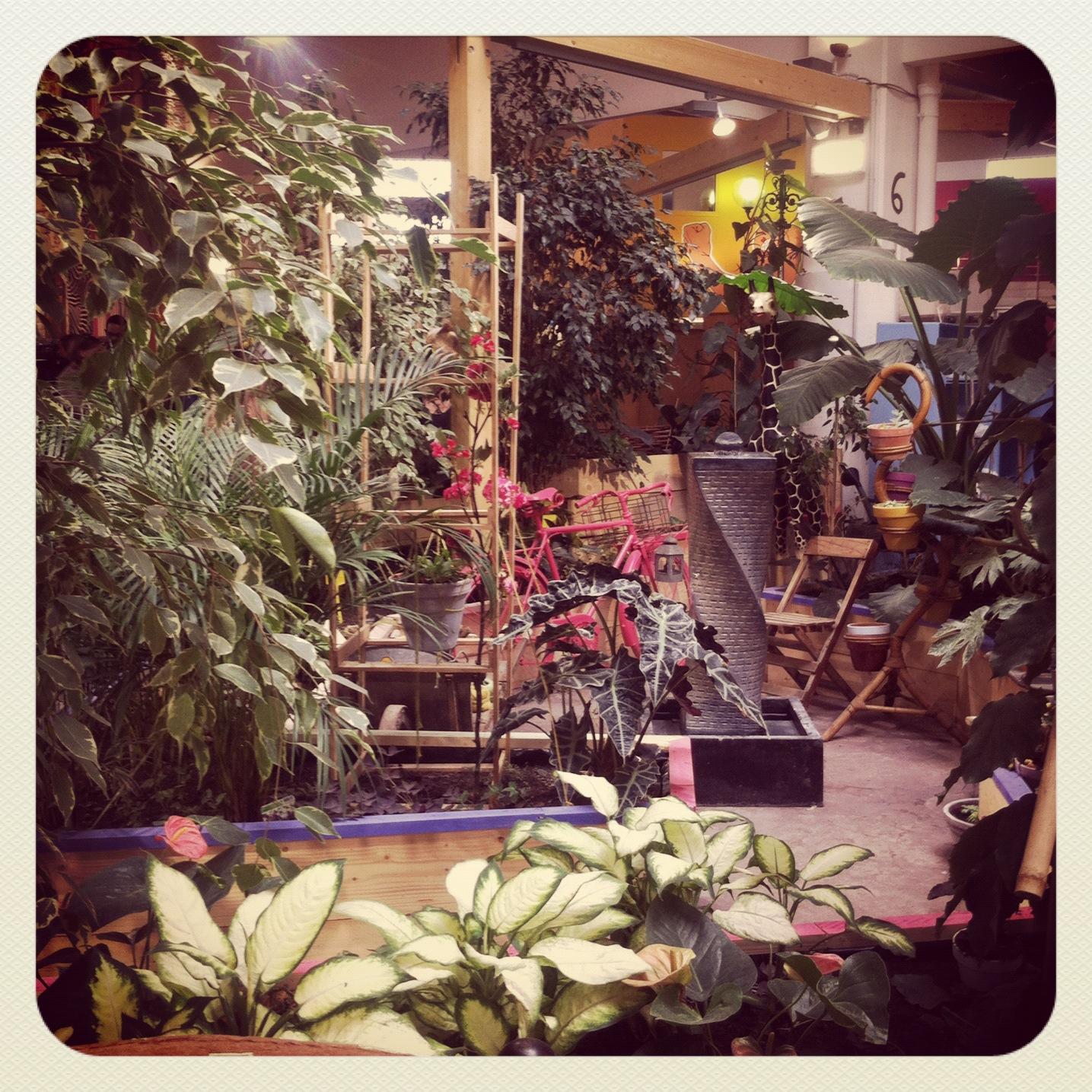 Entre le 104 et le caf cach jeannine paris for 104 rue du jardin paris
