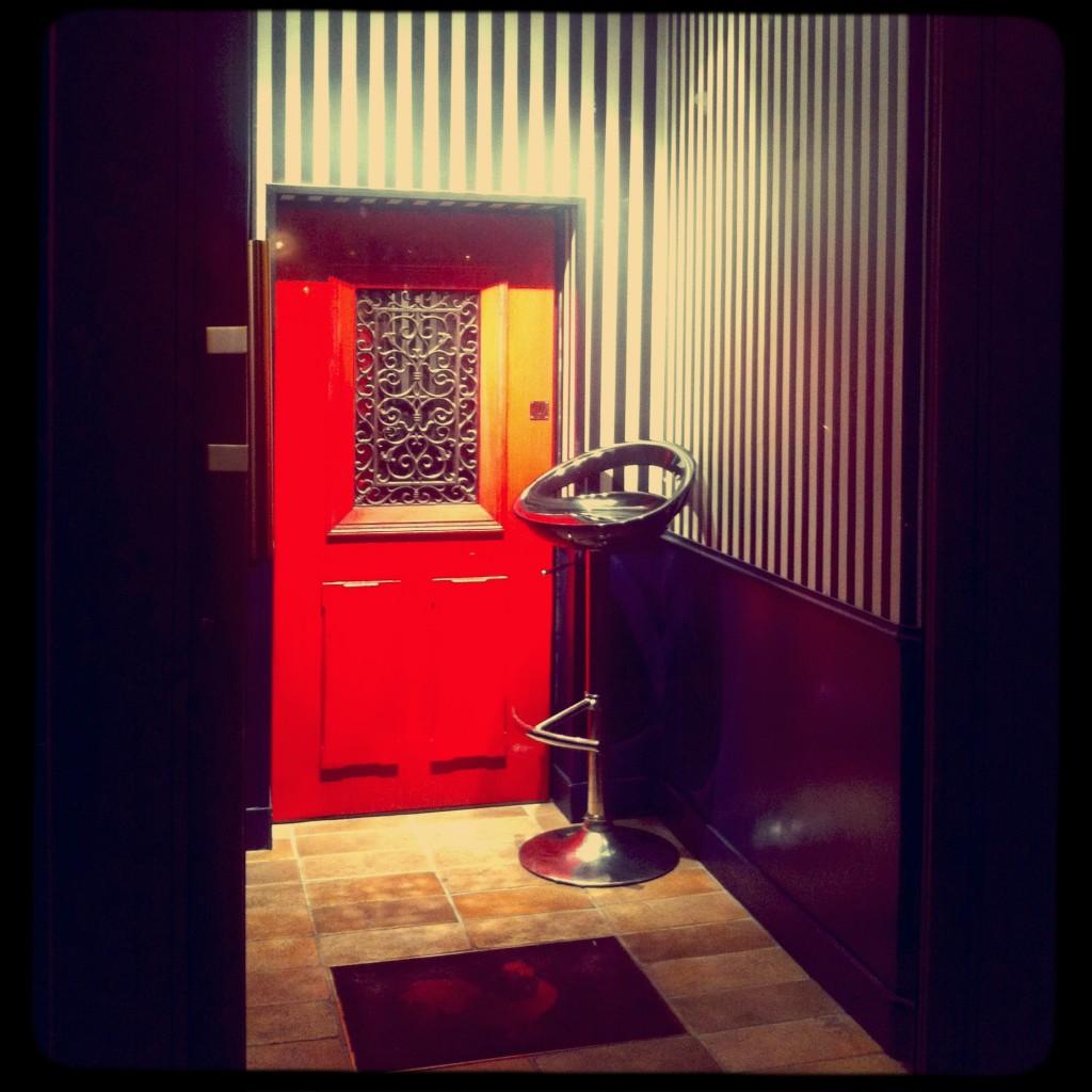 little red door bar cocktails haut marais jeannine. Black Bedroom Furniture Sets. Home Design Ideas