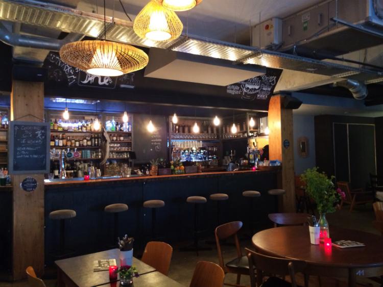 Les petites gouttes bar restaurant paris 18 jeannine for Terrasse et cie paris 18
